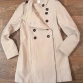 новое стильное бежевое пальто, р.М