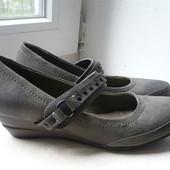 Новые красивые туфли Centro  р. 36.5, стелька 23 см.