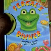 Книга на английской языке Feargal's Dinner с игрушкой внутри