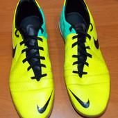 Фирменные футзалки Nike для подростка (мужчины), размер 43-44 (28,5 см)