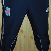 Спортивние оригинал футбольние штани  капри шорти Adidas  ф.к Ливерпуль .м-л .