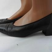 Фирменные кожаные туфли Ara размер 38,5(по стельке 26см).