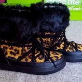 Crocs Women's lodge point snow boot розмір W7 оригінал