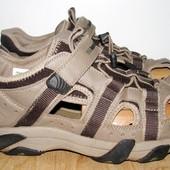 фирменные спортивные сандалии 28.5 см