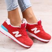 Женские кроссовки, замшевые, с кожаными вставками белого цвета, красные