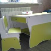 Столик и стульчики для двоих малышей. Цвет лайм/белый. Николаев.