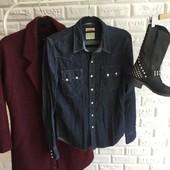 Стильная джинсовая рубашка Levi's р-р С