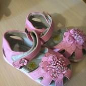Босоножки новые розовые р 23