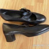 шкіряні туфлі 38р 24.5см