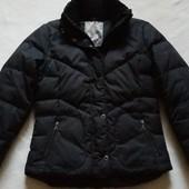 Лёгкая пуховая куртка фирмы Esprit pазмер S