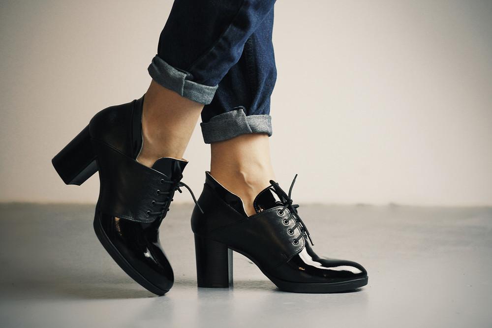 Стильные туфли кожаные с натуральным лаком женские на каблуке фото №1 18ed8bc61f735