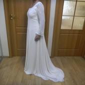Шикарное фирменное с шлейфом и вышивкой платье в пол