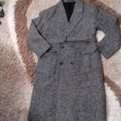 Пальто мужское,шерстяное,р.54. Состав:70%-шерсть,30%-полиэстер.  Подкладка-100% вискоза.  Состояние