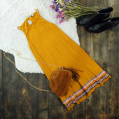 S Роскошное платье-трапеция в рубчик с вышивкой asos