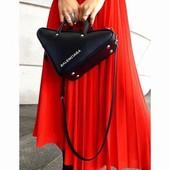 Треугольная сумка через плечо Balenciaga