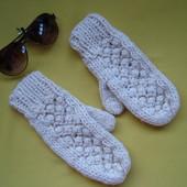 Красивые варежки рукавицы H&M молочного цвета