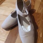 Легенькі фірмові туфлі,Сток.