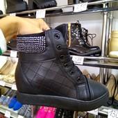 Ботиночки на шнуровке в стразах
