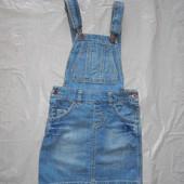 7-9 лет, р. 122-134 джинсовый полукомбинезон с юбкой Marks & Spencer  в хорошем состоянии, без недос