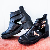 Ботинки с замочками