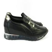 Стильные кроссовки чёрные