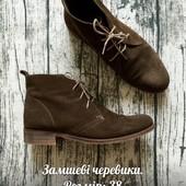 Замшеві черевики болотного кольору