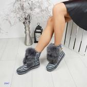 Зимние ботинки декорированные песцом