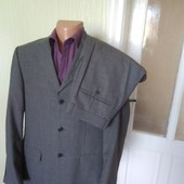Сірий костюм
