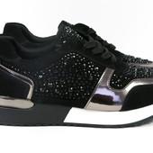 Черные замшевые кроссовки со стразами
