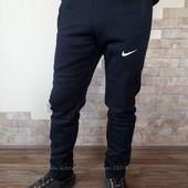 Теплые спортивные штаны на флисе.