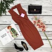 Женственное платье-чехол Missguided с глубоким вырезом и чокером  DR47108