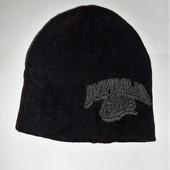 Интересная брендовая шапка