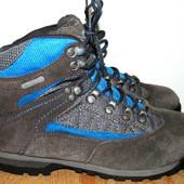 тплые фирменные ботинки 24 см