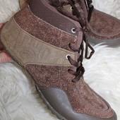 40 разм. Фирменные кроссовки Teva. Замша. Идеальное состояние Длина по внутренней стельке - 26,5 см