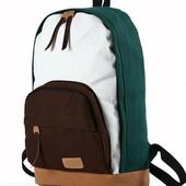 Рюкзак с кармашком коричневого цвета.