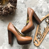 Стильные кожаные туфли на широком каблуке Next рр 38-39