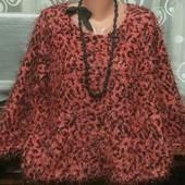 Красивый модный  свитерок- травка с удлинённой спинкой р.16 в отличном состоянии.
