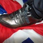 Стильние спортивние кожание  кросовки бренд Soho 41-42