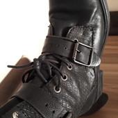 Крутые кожаные ботинки в грубом стиле от minelli