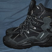 Лот №0359 Ботинки для трекинга Lowa (размер 39)