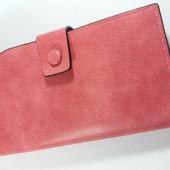 Удобный женский кошелек розового цвета