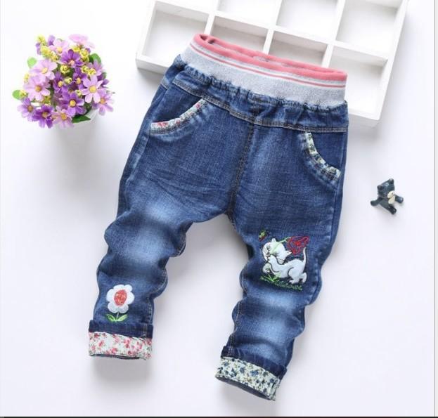 Красивые джинсы с аппликациями р90-110. джинсы с кошкой и цветочками . фото №1
