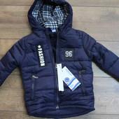 Теплая куртка на синтепоне ( подкладка- мех ). 4,6 года .Польша