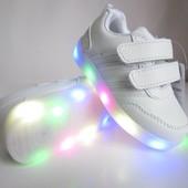 Белые кроссовки 28 р на 16,5 см  с мигающей подошвой