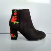Черные замшевые ботинки с вышивкой 36,37 р.
