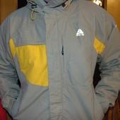 Спортивная фирменная демисезонная курточка .Nike.л-хл .