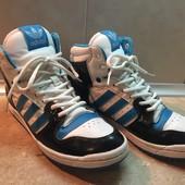 Кроссовки Adidas размер 40 по стельке 26 см, отл. сост.