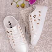 Женские стильные белые кеды