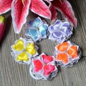 Резиночки для волос - цветочки с кружевом.