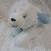 Белый мягкий медведь.